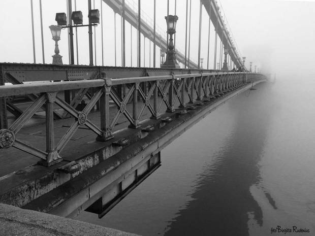 BW - Chain Bridge, Budapest