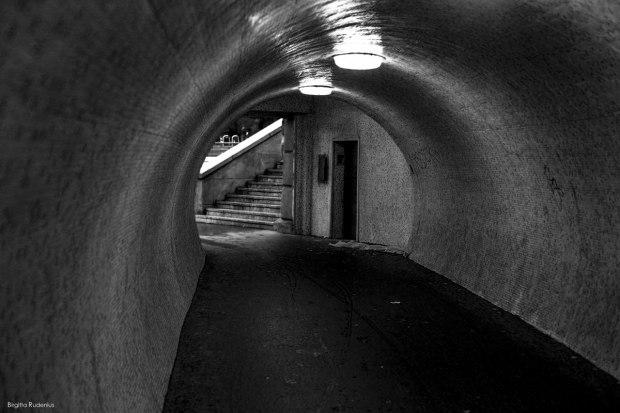 BW - Tunnel