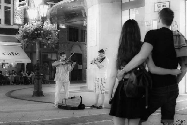Street Photography - Music in the sidewalk