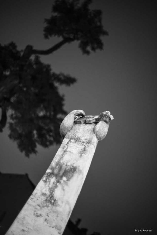 Black & White statue