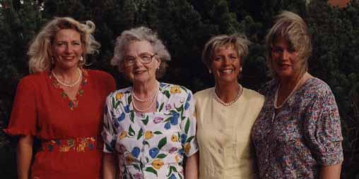 Jag, mamma och mina systrar.