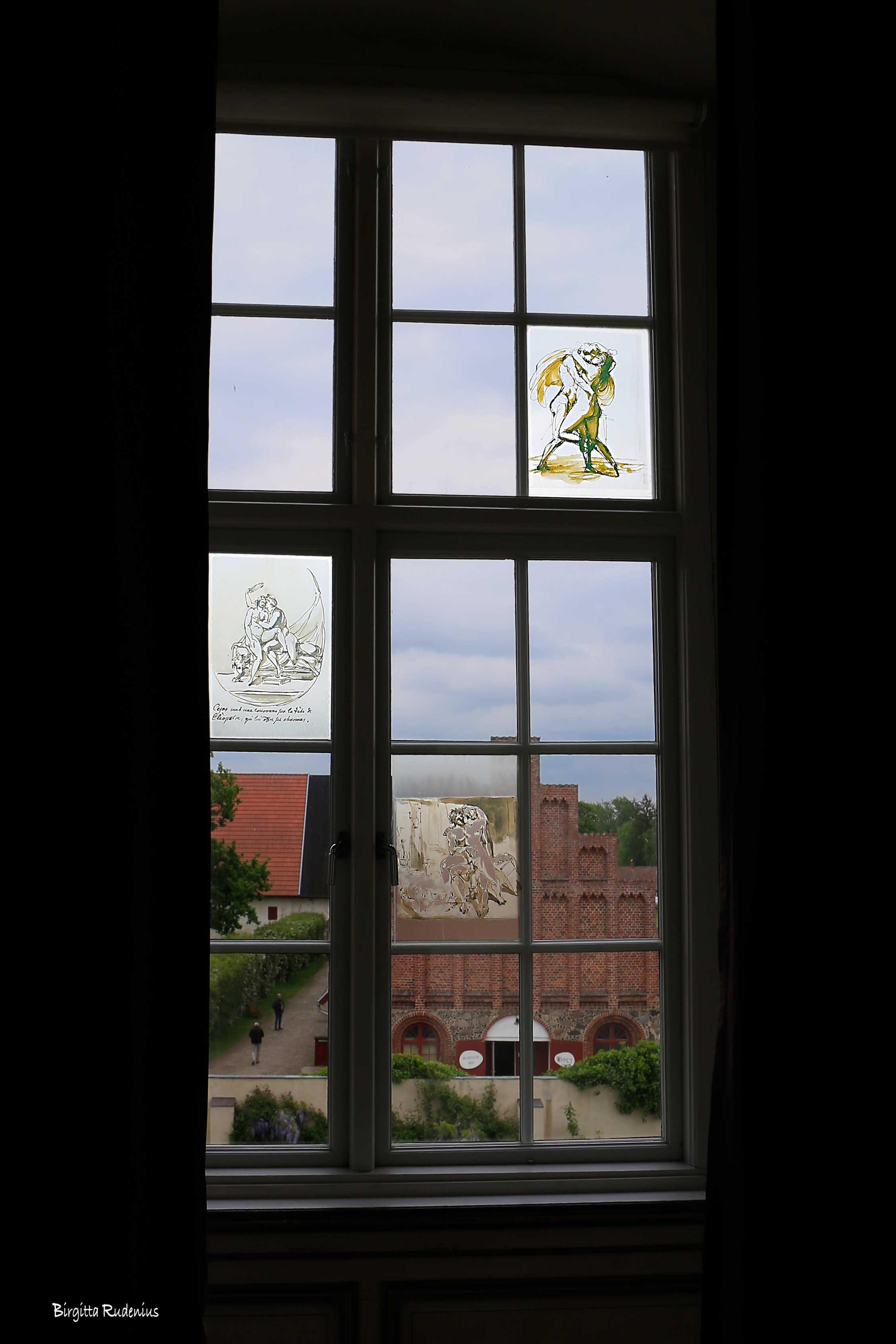 Erotisk konst på fönster. Skarshult Slott, Eslöv, Skåne.